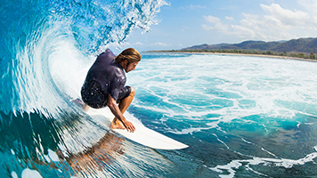 Get on that board, surfer boy! The waves are calling for us! If you hear the calling too, just set the Surfer theme on your homescreen and get out there, the adventure awaits for you!