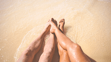 Take your sweetheart to the seaside and be free like this lovely beach couple! So if you want to take a vacation with your loved one, just send him the Beach Couple theme, for sure he'll understand the message and make some time for it!