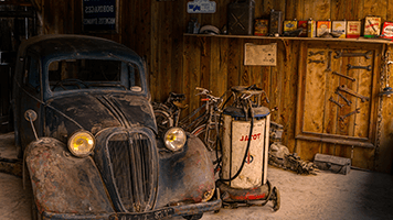 It love with cars and the vintage style? Well we've got the Old Garage theme for you! Set it on your homescreen and remember, the Old Garage theme comes with it's own color set!