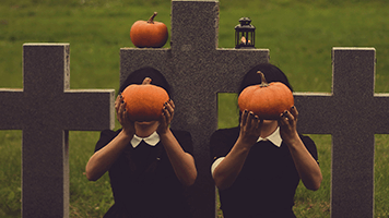 Set this Graveyard theme for Halloween is coming! It's spooky yet not too scary and just perfect for this time of the year! Pick the Graveyard theme from our catalog and share it with other Halloween enthusiasts!