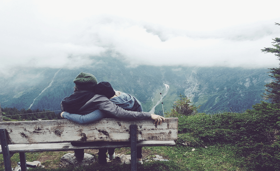 Just wrap your hand around her and hold her tight like this two love birds in the Outdoor Love theme! We promise she won't let go! And if it gets too cold outside just set the Outdoor Love theme on your homepage and give her a hug, the result will be the same!