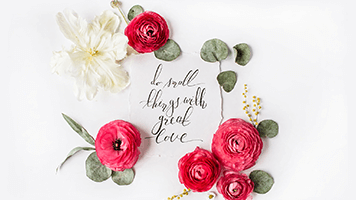 Life isn't all about grandiose gestures, sometimes the small thing make our world go round! Our advice will be just love small things and you'll be happier! So set this Love Small Things theme on your homepage to remind you every day about what life is about!