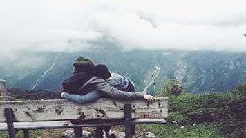 Abraza a tu enamorada como las dos palomas del tema llamado Amor al aire libre. Te prometemos que no te dejará. Y si es demasiado frío afuera ¡descarga el tema llamado Amor al aire libre en tu pantalla de inicio y abrázala, el resultado será lo mismo!
