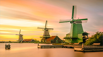 As much as they are efective, these windmills are very charming and cute! The propellers spin and the whole landscape seams so calm and quiet! Set the Windmills wallpaper on your homepage if you enjoy the slow paced life!