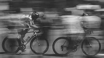 Go faster and faster! The cycling squad is right behind! So set the Cycling Squad theme on your homepage and get to the finish line first!