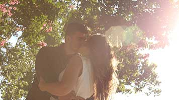 Are you as in love as this lovely couple? If yes just set the Lovely Couple theme on your homepage and celebrate your authentic romance!